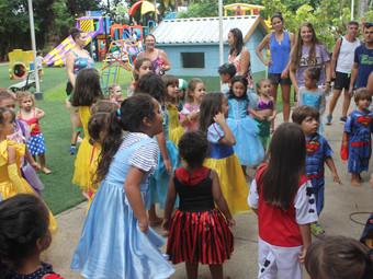 Depto. Recreação Infantil: Parceria garante novas fantasias para a Brinquedoteca