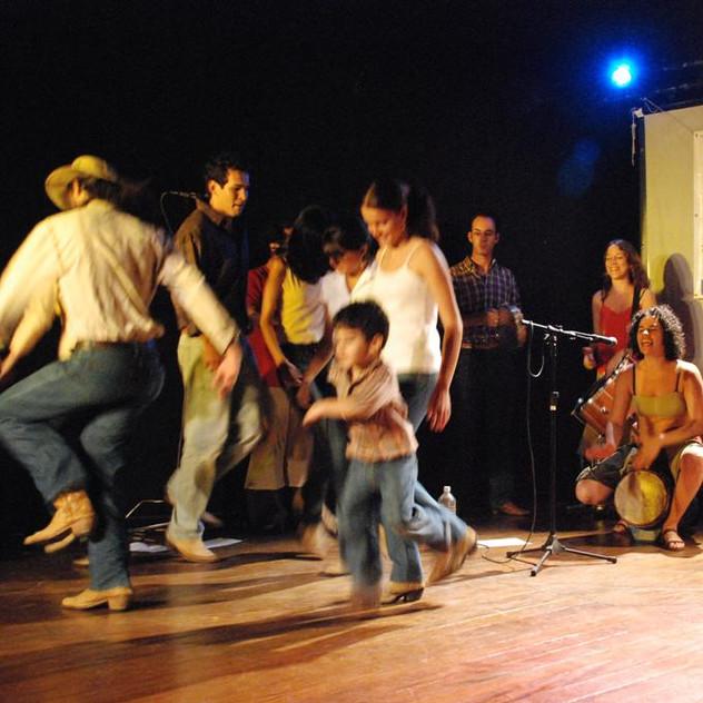 """""""Os Favoritos da Catira"""" (famoso por atualizar a prática desse ritmo em Guarulhos)"""
