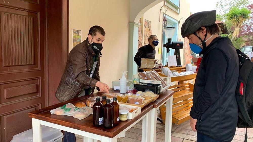 Daniel Contreras, propietario del restaurante Dos Sucres, ofreció sus productos a los asistentes