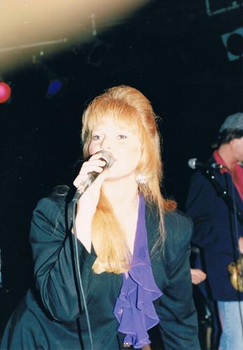 Robin Pearl performing at Ronnie Mack's Barn Dance