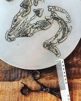 RAMhair Scissors Table
