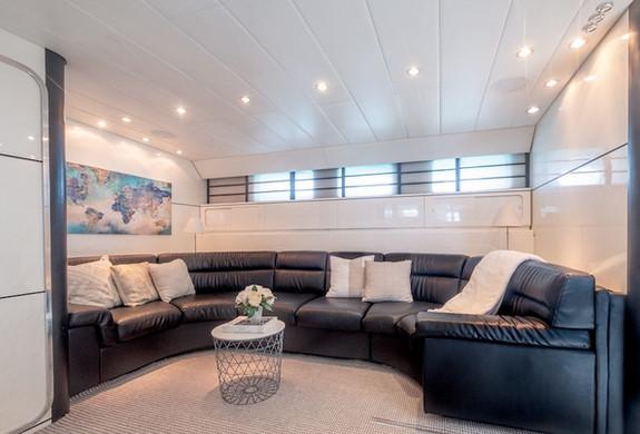 Living Room Leopard 75 I VENTURES Yacht