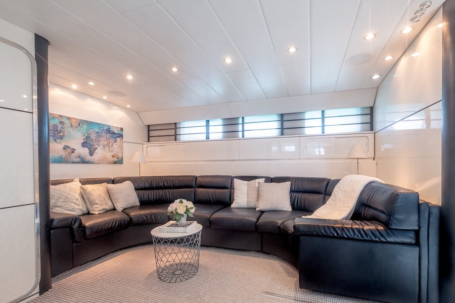 Living Room Leopard 75 I VENTURES Yacht