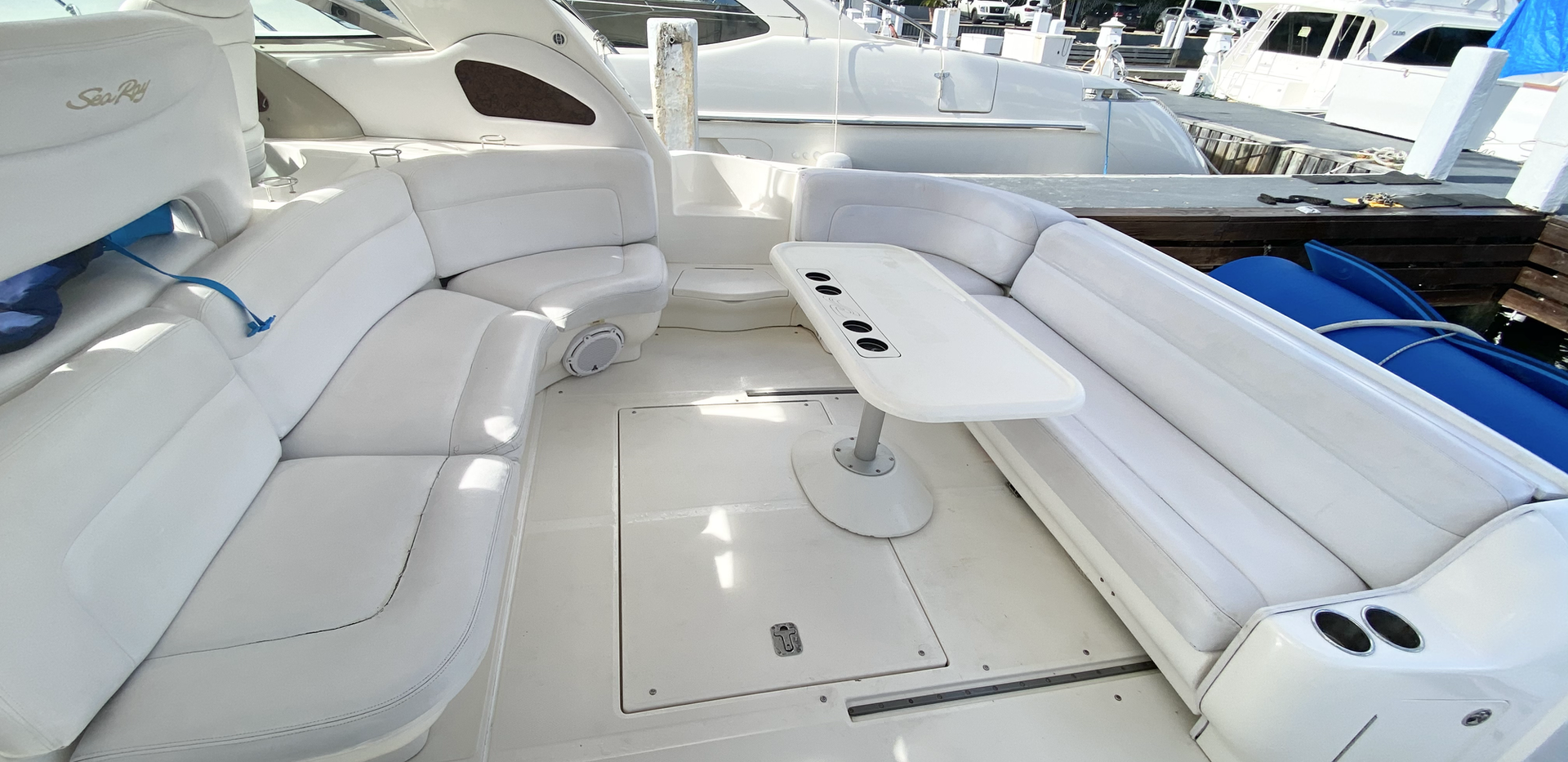 Open space Sea Ray Yacht Charter Culebri