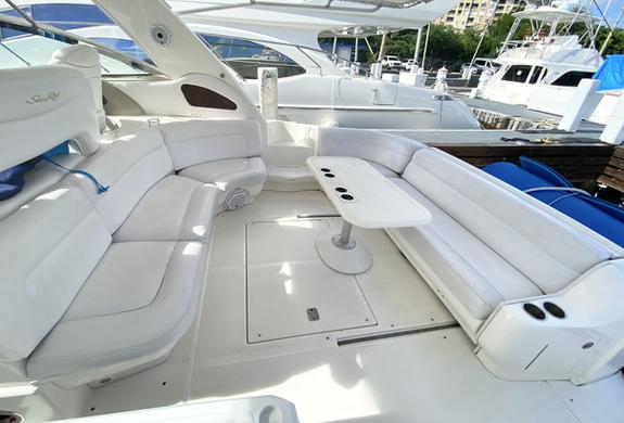 Open space Sea Ray Yacht Charter Culebri