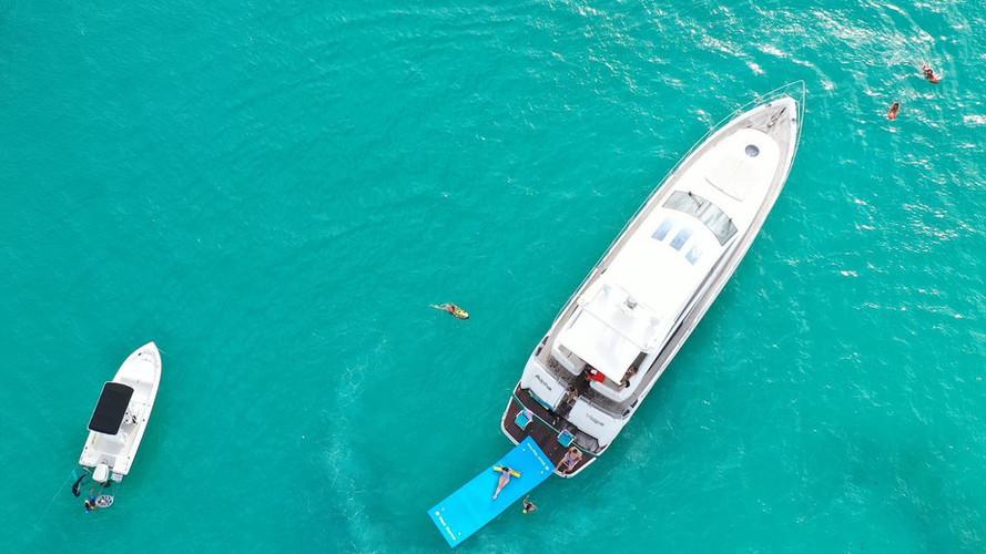 Yacht Charter I VENTURES