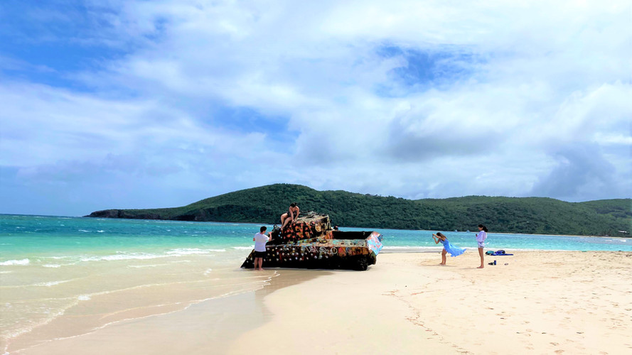 Walk by Flamenco Beach military Tank.jpg