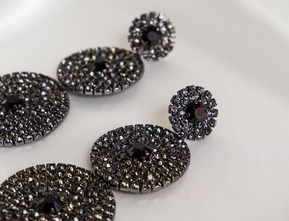 Mia 3 Tier Drop Earrings In Metallic Black