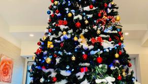 ビッグクリスマスツリー設置してます