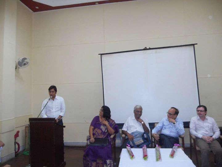 भारतीय भाषा परिषद में तकनीकी और हिंदी शिक्षण पर बोलते हुए