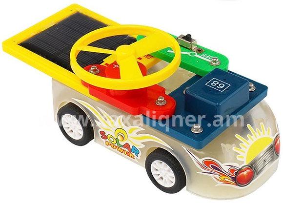 Արևային պանելով մեքենա