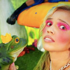 """Mad At Disney"": Salem Ilese estrena videoclip de su éxito viral"