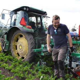 Frustration och hopp när robotar tar över odlingen