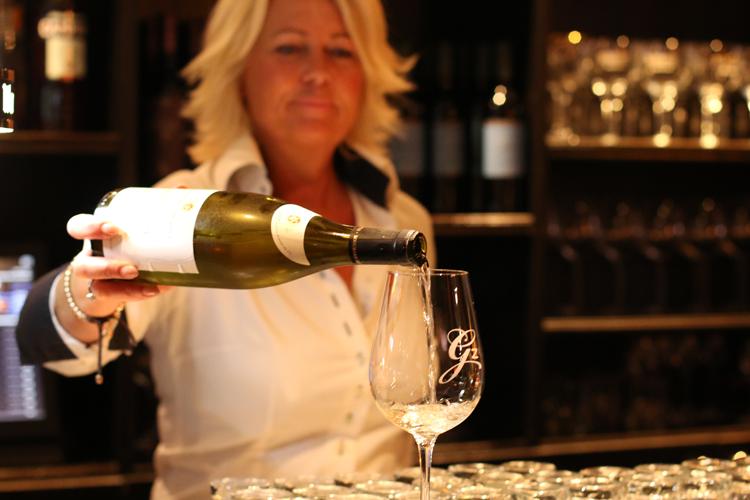 De Gezelligheid - wijn drinken