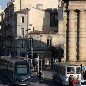 Bordeaux : place de la Victoire, il tente de braquer un dealer devant les policiers