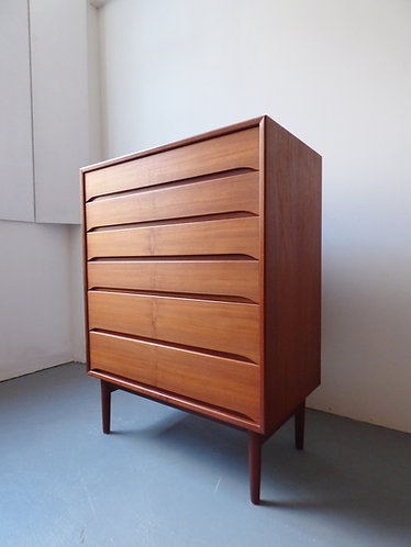 Vodder style chest of drawers