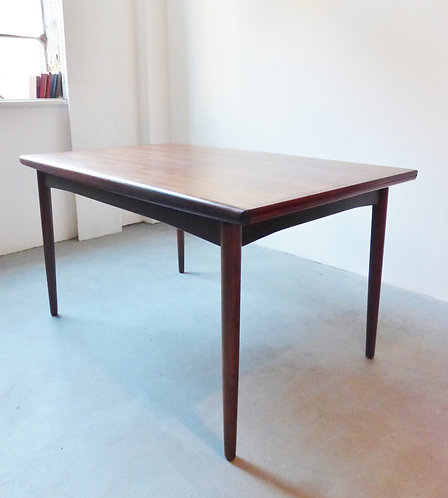 Danish rosewood dining table by Skovby Møbelfabrik