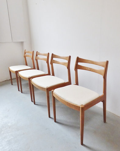 Danish oak dining chairs by Johannes Andersen for Vamo
