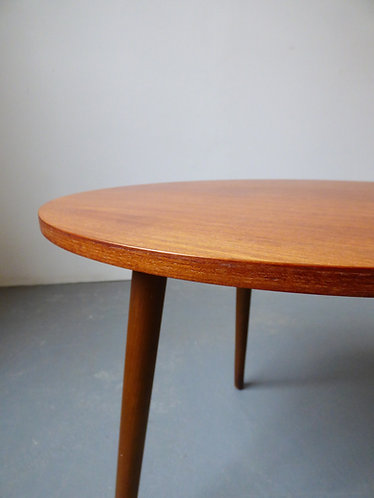 Round side table detail