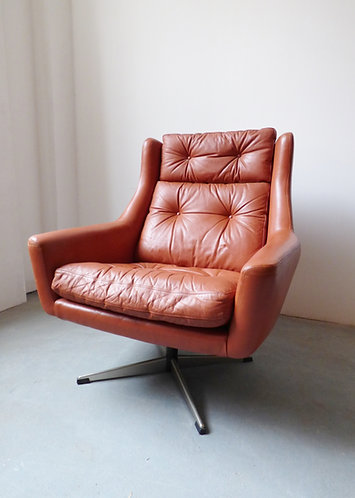 1960s Danish red leather swivel chair