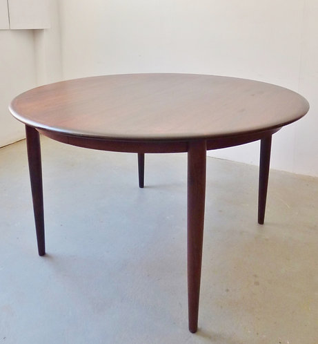 1960s Danish round rosewood dining table - extending