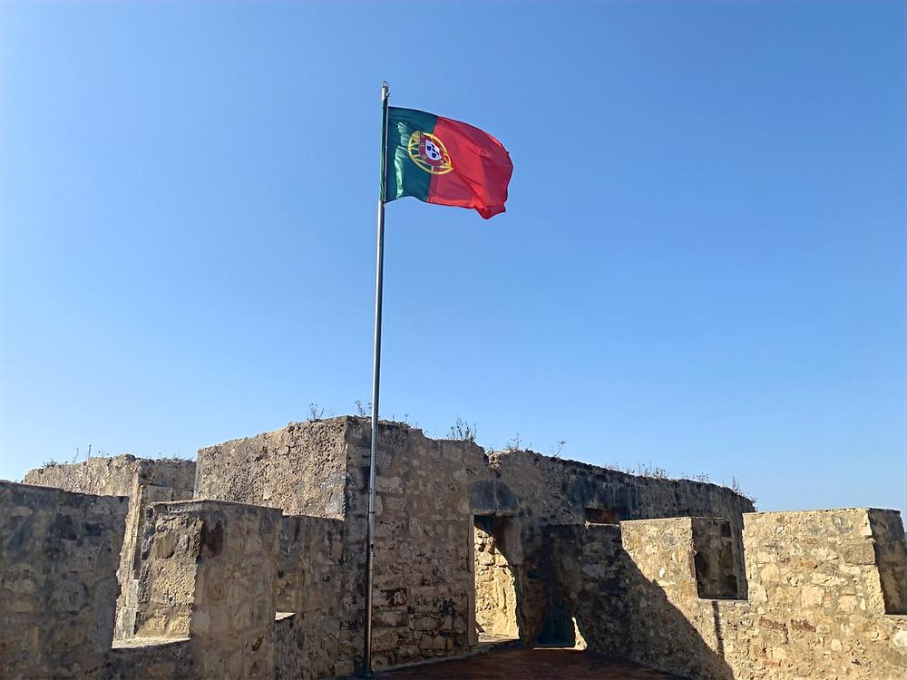 Bandeira de Portugal no Castelo de Torres Vedras