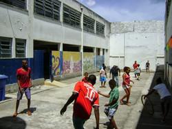 Brincadeiras no pátio da escola