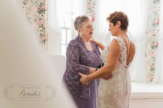 bride and her mom at the colony hotel in kennebunkport maine