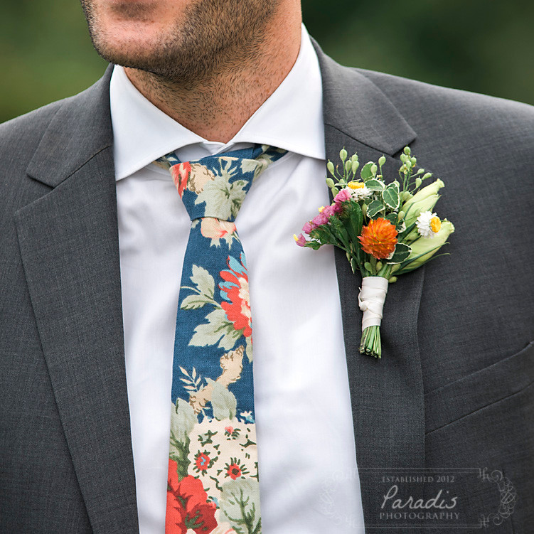 groom's attire floral tie and boutonnière