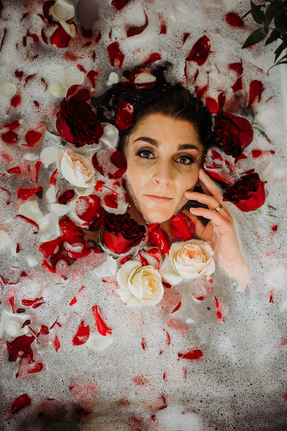 bubble bath roses boudoir paradis photography