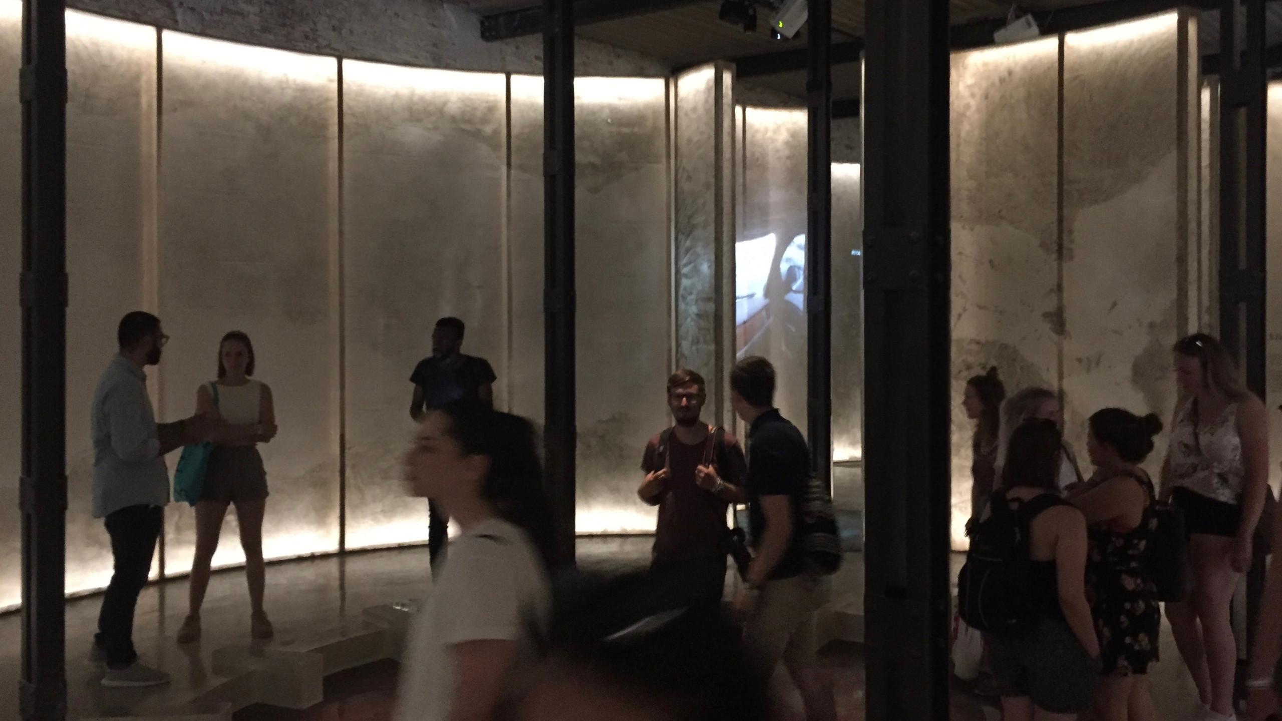 "Erläuterungen im Pavillon ""Spaces in Between"", dem Pavillon Saudi Arabiens"