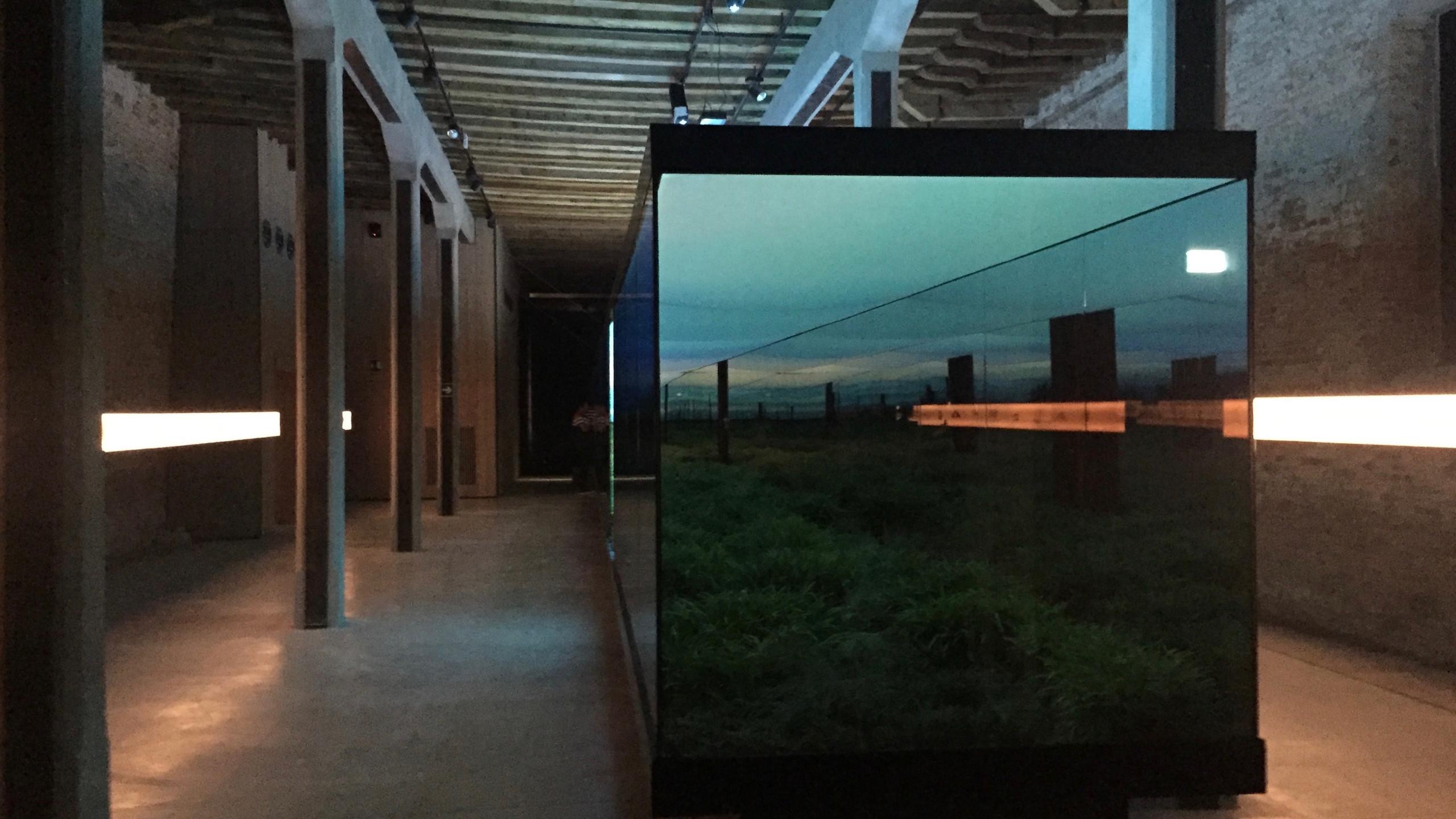 _Vértigo Horizontal _ im argentinischen Pavillon von  Javier Mendiondo, Pablo Anzilutti, Francisco Garrido und Federico Cairoli