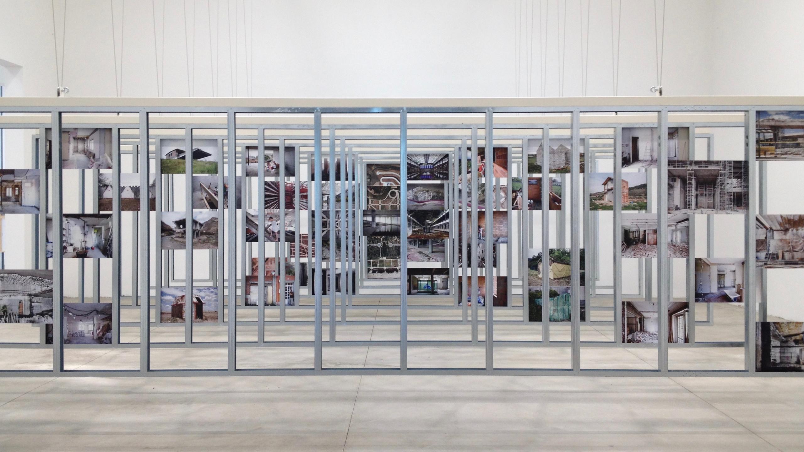 Der_mit_dem_goldenen_Löwen_ausgezeichnete_spanische_Pavillon_mit_der_Ausstellung__Unfinished_