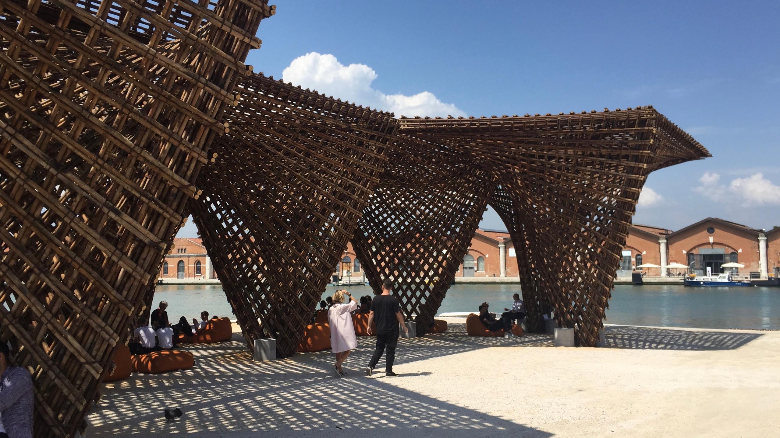 Der _Bamboo Stalactite_ Pavillon des vietnamesischen Architekten Vo Trong Nghia auf dem Arsenale Gelände