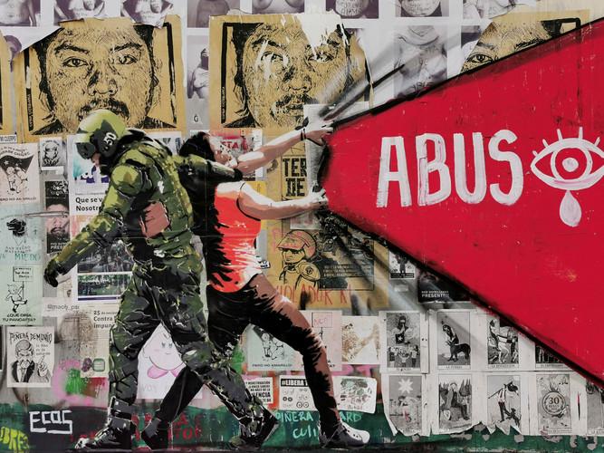 Diciembre 2019. Mural Abuso de @ecos30 en el Centro Cultural Gabriela Mistral en Santiago. Este mural fue borrado el 19 de febrero de 2020 de forma arbitraria y sin permiso del centro cultural. Esta fotografía queda como documento de la expresión social y el arte relacionado a las protestas sociales en Chile.