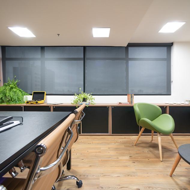 Mesa para Reuniões e Sala para Conversas Descontraídas