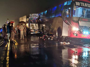 Truck Rams Into A Bus Carrying Laborers in UP: 18 Dead.