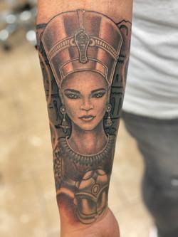 Nefertiti half sleeve (1)