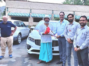 Ajay Jadeja buys Kia Carnival