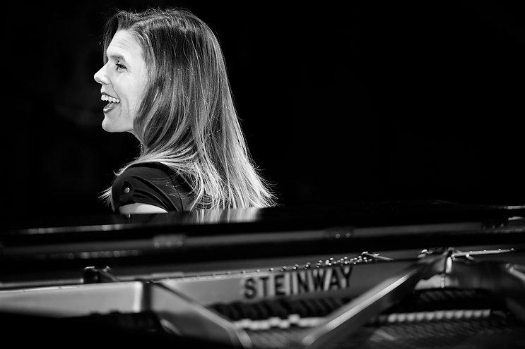 Sarah Bethany at a Steinway piano.