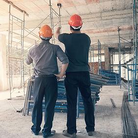 obreros en reforma de vivienda
