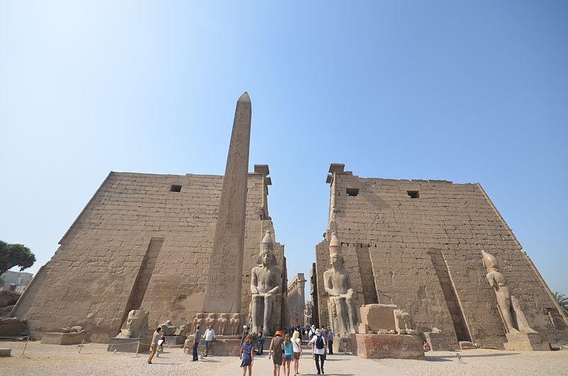 Ilustración 6: Omar Shawki, 2020. Templo de Lúxor, Egipto.