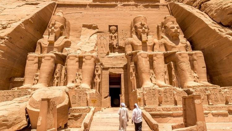 Ilustración 2: Infobae, 2018. Pórtada del Templo de Ramsés II en Abu Simbel, Egipto.