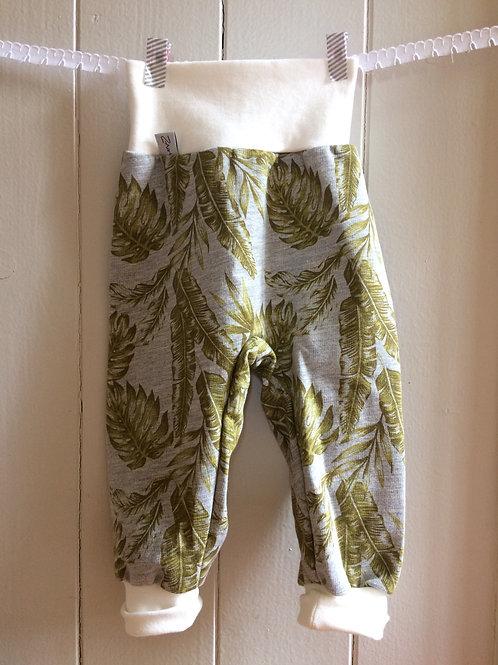Hose aus Sommersweat, grau mit Blätter, Grösse 68