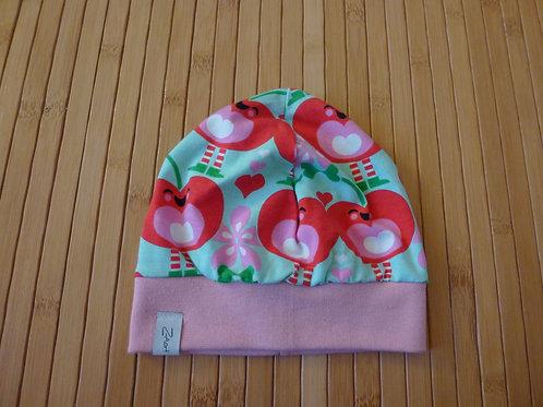 Mütze, rote Apfelherzen auf türkis