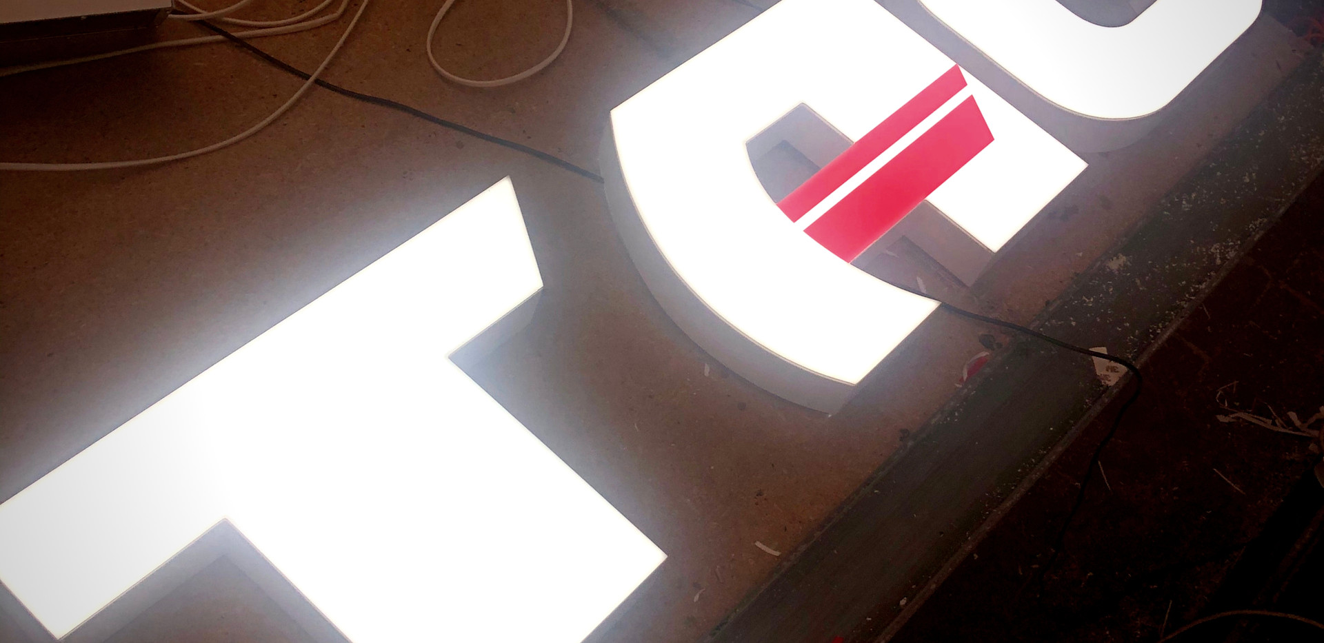 Буквы для отделения страховой компании.J