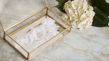 Ideální dárek pro nevěstu? Svatební podvazek