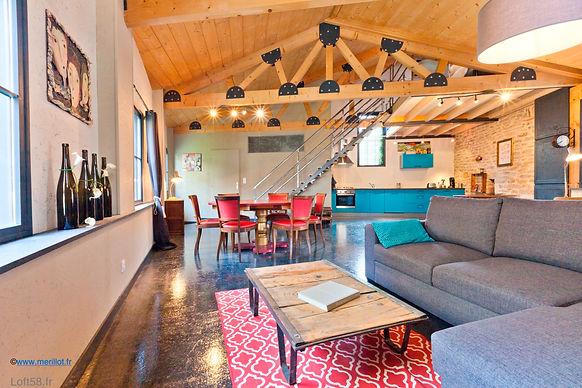 coin-tv-salon-loft-58-arbois.jpg