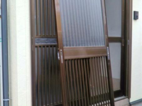 東郷町 玄関と掃き出し窓 ガラス 割れかえ