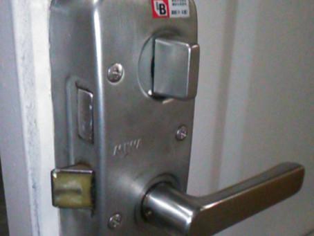 三郷市 玄関 錠前交換 内側からも外側からも鍵の開け閉めがかたい